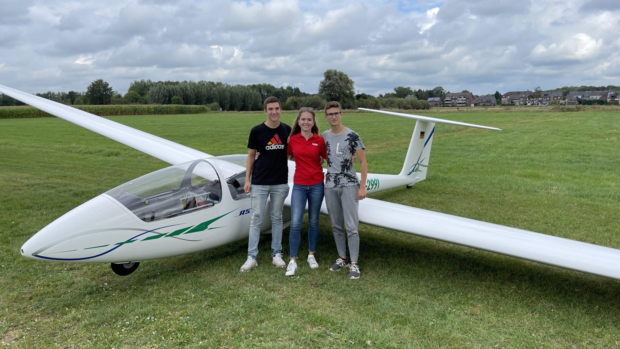 Erfolgreiches Prüfungswochenende für vier junge Piloten